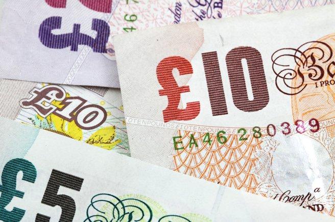 9267-several-british-bank-notes-pv